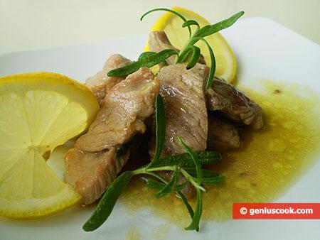 Свинина по-итальянски с розмарином и лимоном