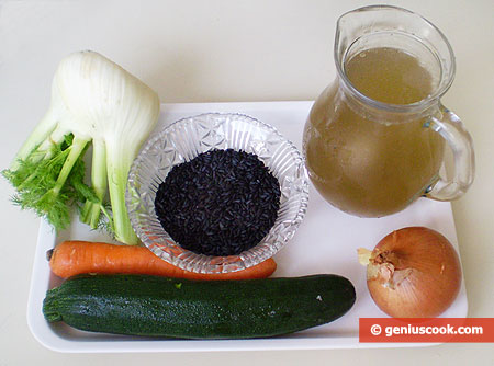 Ингредиенты для супа с чёрным рисом, цуккини и фенхелем