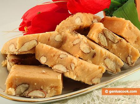 Ванильная сливочная помадка с миндальными орехами