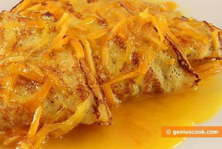 Блинчики Сюзетт в апельсиновом соусе, крупным планом