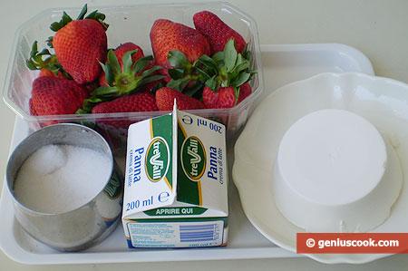 Ингредиенты для десерта с кремом и клубникой