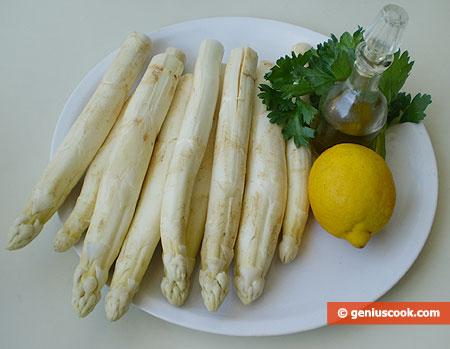Ингредиенты для отварной спаржи с маслом и лимоном