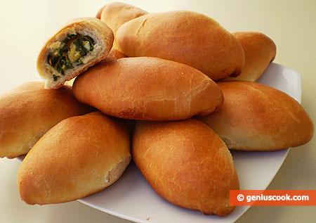 Печёные пирожки с яйцом и зелёным луком