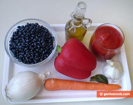 Ингредиенты для похлёбки из чёрной фасоли с чесноком