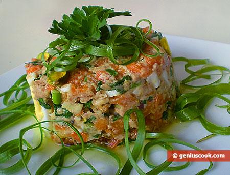 Салат с печенью трески и фисташками
