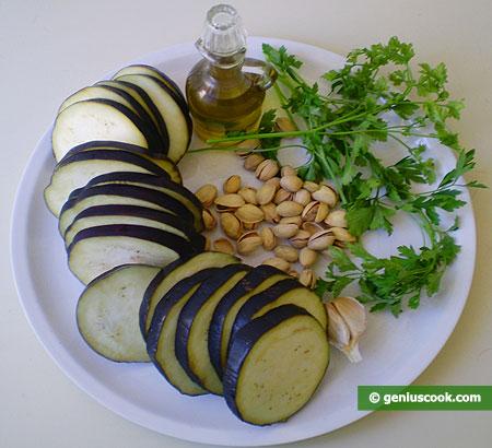 Ингредиенты для салата из баклажанов с фисташками