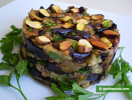 Салат из баклажанов с фисташками