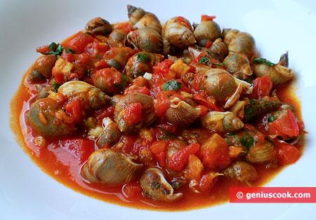 Морские улитки в томатном соусе