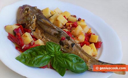 Морская курица с картофелем, помидорами и панчеттой
