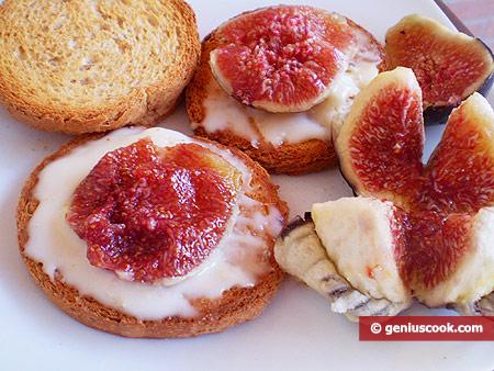 Инжир с Горгонзолой на хрустящих хлебцах