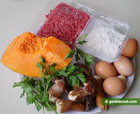 Ингредиенты для равиоли с тыквой, мясом и грибами