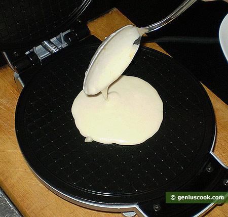 Тесто в вафельнице