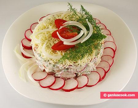 Салат с редисом, помидорами и йогуртом