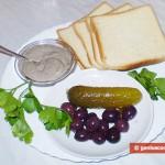 Ингредиенты для канапе с майонезом и оливками