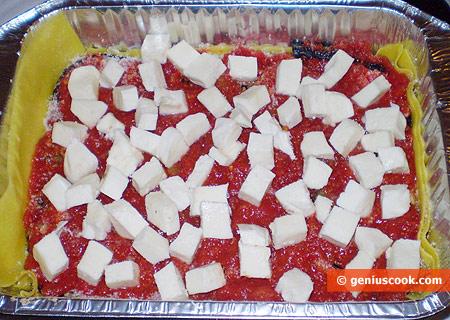 Добавлено томатное пюре и моцарелла