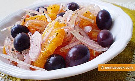 Сицилийский салат из апельсинов с оливками и луком