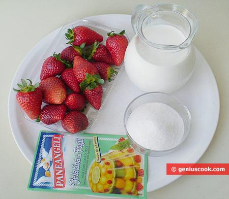 Ингредиенты для молочного желе с клубникой