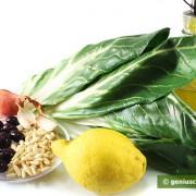 Ингредиенты для мангольда с оливками