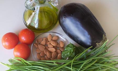 Салат из баклажанов, с помидорами и зелёным луком