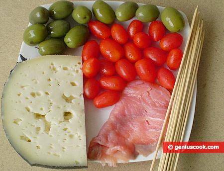 Ингредиенты для закуски на шпажках
