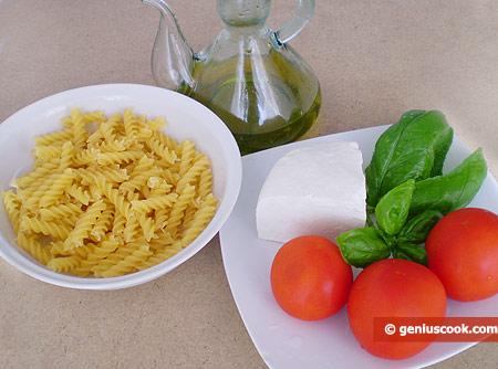 Ингредиенты для фузилли с помидорами и рикоттой