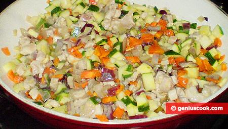 Добавлены цуккини, мясо и морковь