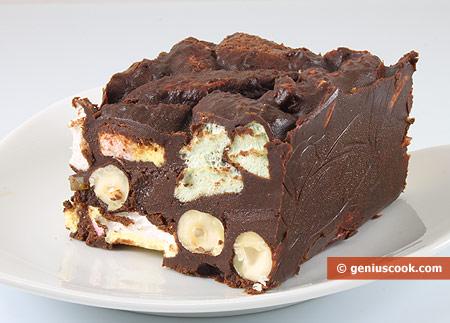 Шоколадные пирожные с маршмеллоу и лесными орехами