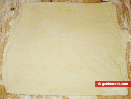 Раскатанное и сложенное вчетверо тесто