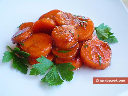 Морковный салат с чесноком, петрушкой и бальзамическим уксусом