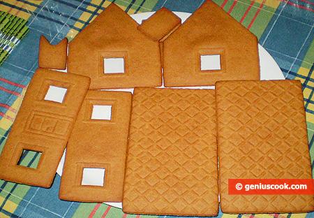 Испечённые детали пряничного домика