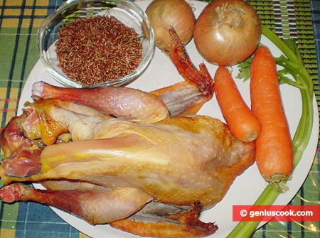 Ингредиенты для супа из цесарки с коричневым рисом