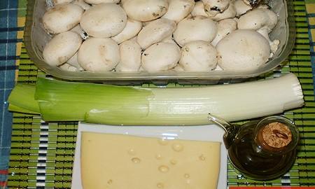 Ингредиенты для грибов с пореем и сыром