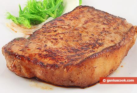 Жареный свиной стейк