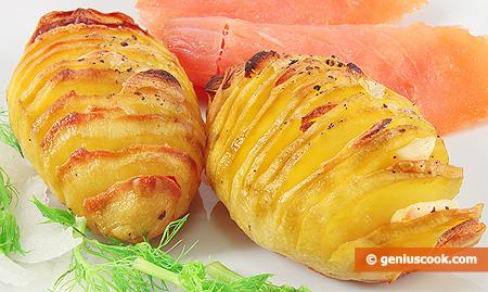 Картофель с чесноком, запечённый по-шведски