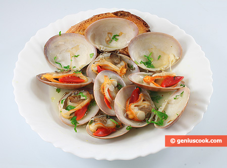 Белое соте с моллюсками фазолари