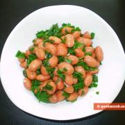 Салат из красной фасоли с зеленью и оливковым маслом