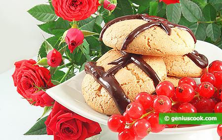 Ореховое печенье с шоколадной глазурью