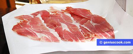 Прошутто - сыровяленый свиной окорок