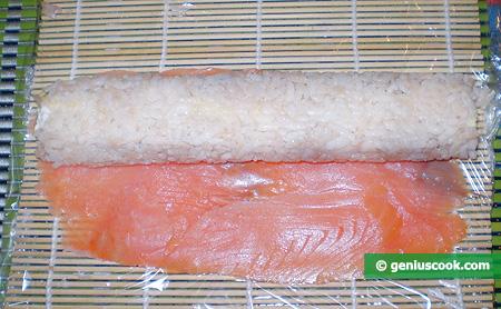 Рыба и рисовый ролл