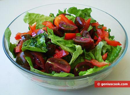 Салат с чёрными помидорами