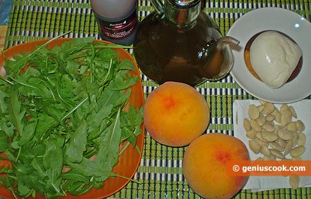 Ингредиенты для салата с персиками