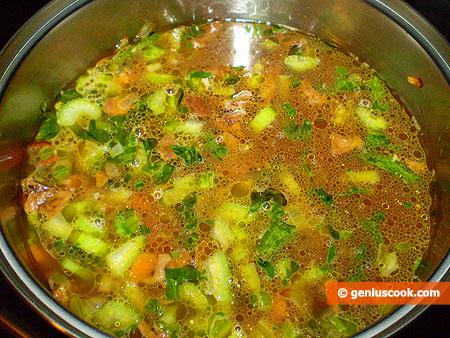 Варим суп до готовности овощей