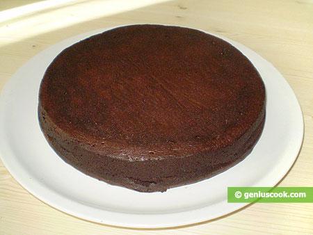 Испечённый шоколадный корж