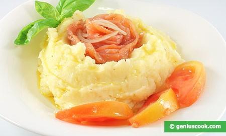 Картофельное пюре с копчёным лососем