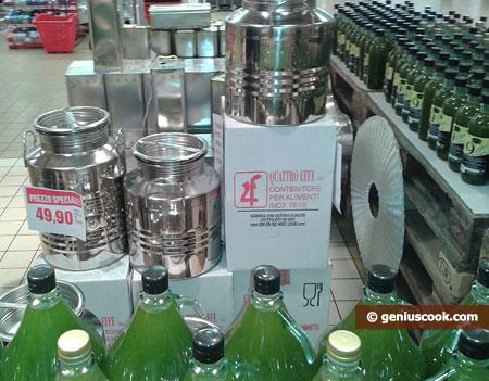 Оливковое масло и канистры для него