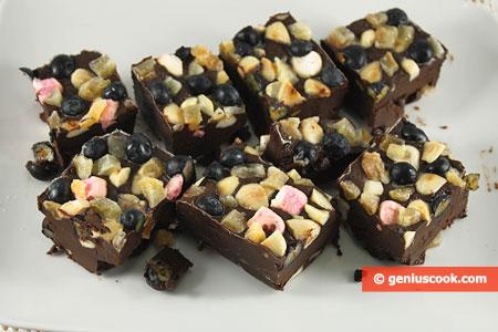 Шоколадные пирожные Каменистая дорога