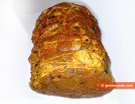 Мясо подготовлено для запекания