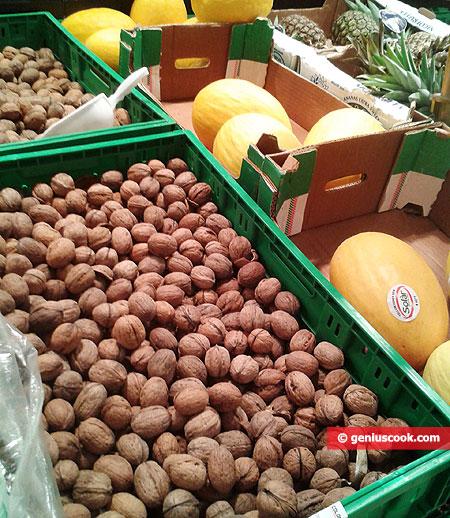 Грецкие орехи и дыни