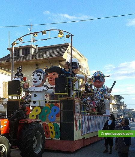 Ещё одна карнавальная повозка