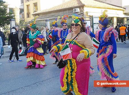 Участницы процессии